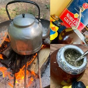 Mate Tee trinken mit Kalabasse und Bombilla